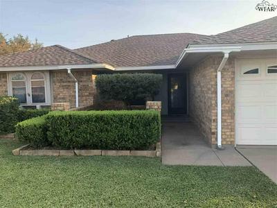 5703 COUNTRY HOLW, Wichita Falls, TX 76310 - Photo 2