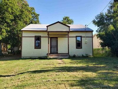 712 W 3RD ST, Burkburnett, TX 76354 - Photo 2