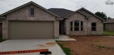602 CHARLOTTE AVE, Burkburnett, TX 76354 - Photo 1