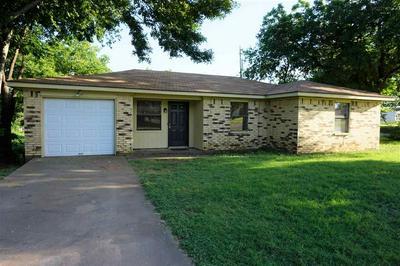 201 E BOIS D ARC ST, Henrietta, TX 76365 - Photo 2
