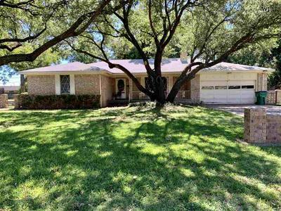 702 SYCAMORE DR, Burkburnett, TX 76354 - Photo 1