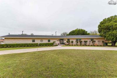 300 W HIGHLAND AVE, Electra, TX 76360 - Photo 1