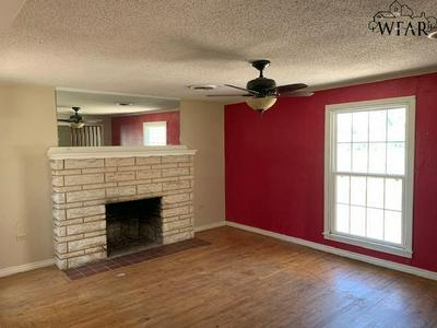 2301 12TH ST, Vernon, TX 76384 - Photo 2