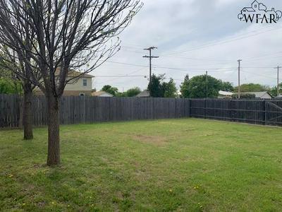 310 W WHARTON AVE, Electra, TX 76360 - Photo 2