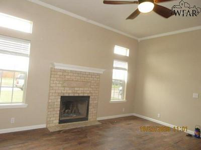 506 HORSESHOE LN, Burkburnett, TX 76354 - Photo 2