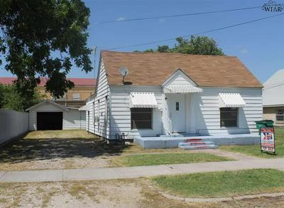 408 E GILBERT ST, Henrietta, TX 76365 - Photo 2