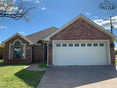 310 W WHARTON AVE, Electra, TX 76360 - Photo 1