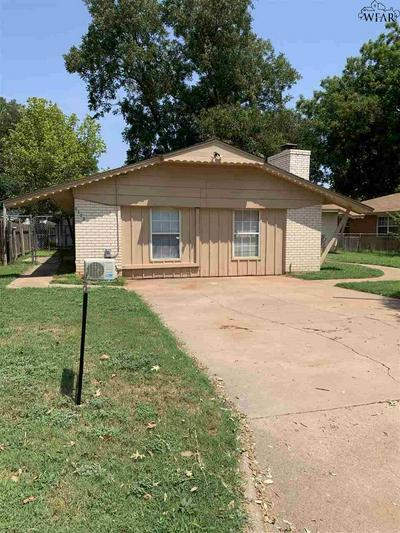1113 CLOVER DR, Burkburnett, TX 76354 - Photo 2