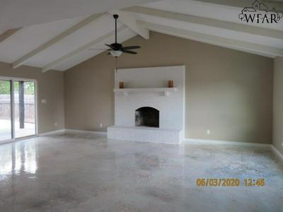 1806 KATHERINE DR, Wichita Falls, TX 76306 - Photo 2