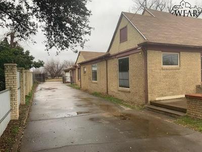 1106 HILLCREST DR, VERNON, TX 76384 - Photo 2