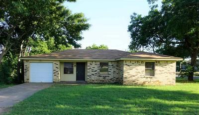 201 E BOIS D ARC ST, Henrietta, TX 76365 - Photo 1