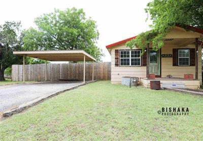 313 S ANGELINA ST, Henrietta, TX 76365 - Photo 2