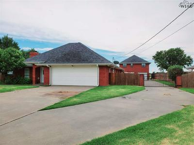 1344 SYCAMORE DR, Burkburnett, TX 76354 - Photo 2