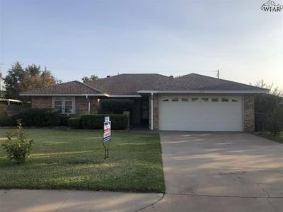 5703 COUNTRY HOLW, Wichita Falls, TX 76310 - Photo 1