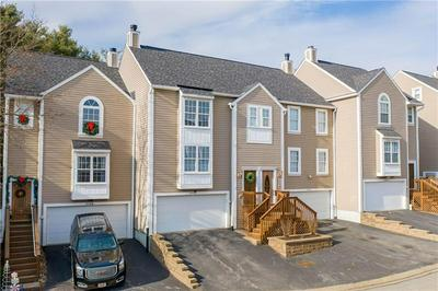 2758 HUNTERS POINT DR, Franklin Park, PA 15090 - Photo 1