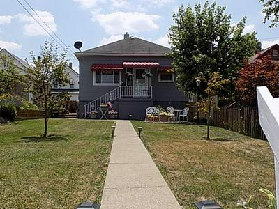 323 SYCAMORE ST, Vandergrift, PA 15690 - Photo 1