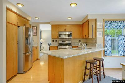 1603 SW COUNTRY CLUB PL, Corvallis, OR 97333 - Photo 2