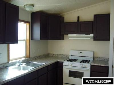 200 LINCOLN AVE, Evanston, WY 82930 - Photo 2