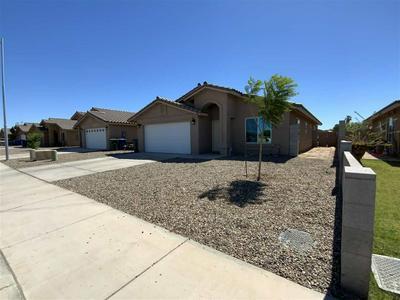 983 S 47TH DR, Yuma, AZ 85364 - Photo 2