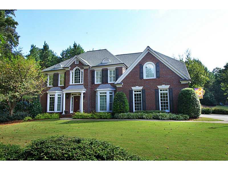 white columns golf country club homes for sale alpharetta ga 30004. Black Bedroom Furniture Sets. Home Design Ideas
