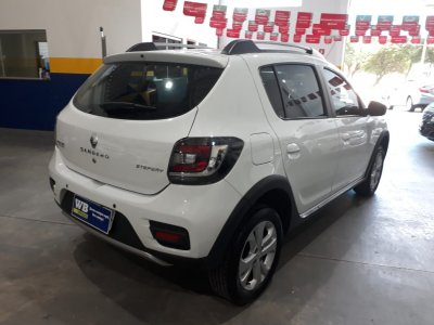 Veículo SANDERO 2016 1.6 STEPWAY 8V FLEX 4P MANUAL