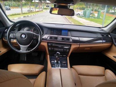 Veículo 750i 2010 4.4 LUXURY SEDAN V8 32V GASOLINA 4P AUTOMÁTICO