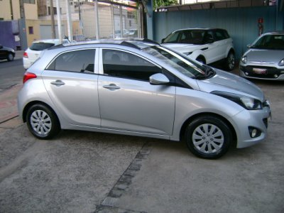 Veículo HB20 2014 1.0 COMFORT PLUS 12V FLEX 4P MANUAL