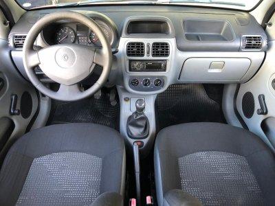 Veículo CLIO HATCH 2012 1.0 CAMPUS 16V FLEX 4P MANUAL