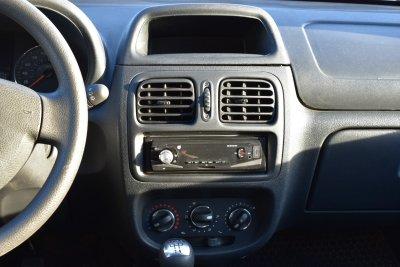 Veículo CLIO HATCH 2016 1.0 EXPRESSION 16V FLEX 4P MANUAL