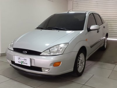 Veículo FOCUS SEDAN 2002 2.0 GHIA SEDAN 16V GASOLINA 4P MANUAL