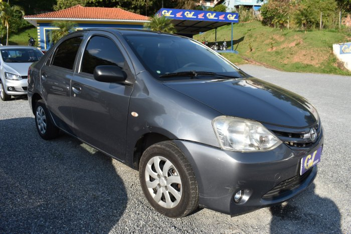 Veículo ETIOS SEDAN 2013 1.5 X SEDAN 16V FLEX 4P MANUAL