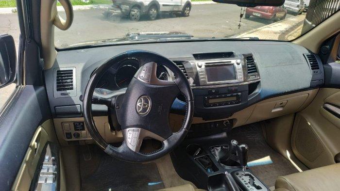 Veículo HILUX SW4 2014 3.0 SRV 4X4 7 LUGARES 16V TURBO INTERCOOLER DIESEL 4P AUTOMÁTICO