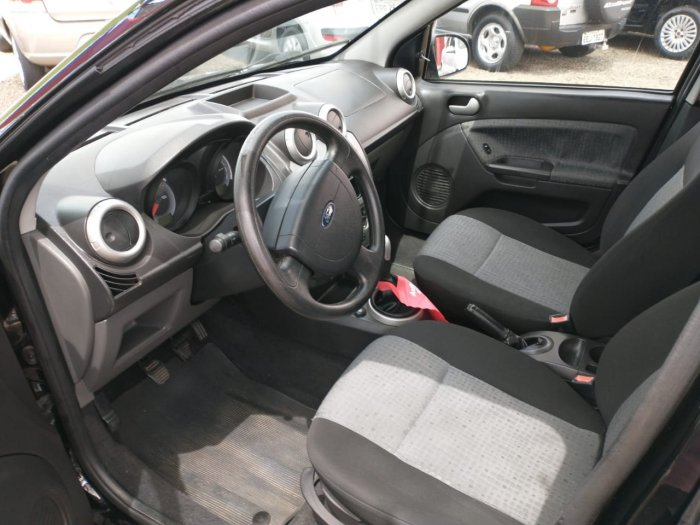 Veículo FIESTA SEDAN 2011 1.6 MPI SEDAN 8V FLEX 4P MANUAL