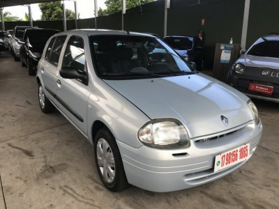 Veículo CLIO HATCH 2003 1.0 RN 16V GASOLINA 4P MANUAL