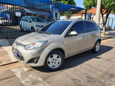 Veículo FIESTA HATCH 2012 1.6 ROCAM HATCH 8V FLEX 4P MANUAL