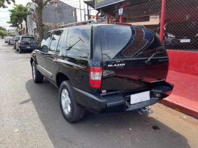 Veículo BLAZER 2005 2.4 MPFI ADVANTAGE 4X2 8V GASOLINA 4P MANUAL