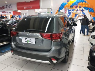 Veículo OUTLANDER 2017 2.0 16V GASOLINA 4P AUTOMÁTICO