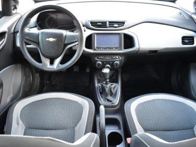 Veículo ONIX 2015 1.0 MPFI LT 8V FLEX 4P MANUAL
