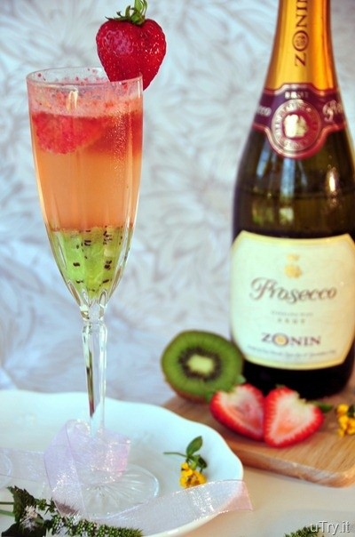 Kiwi strawberry bellini cocktail recipes for Drinks with prosecco and vodka