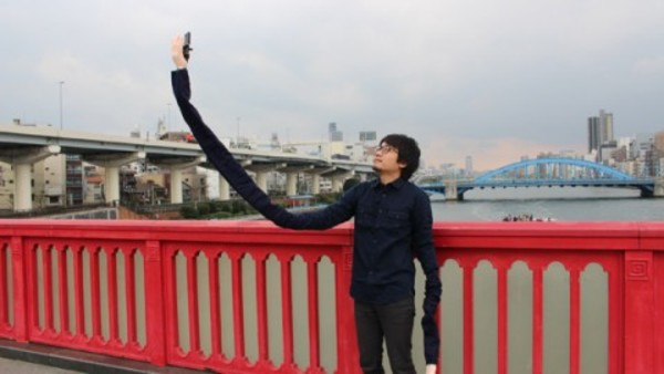 After the Selfie-stick comes the Selfie-Arm.