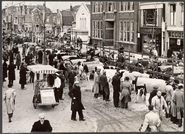 De Paasveemarkt, Gedempte Gracht, 1948 (klik op de foto voor het verhaal).