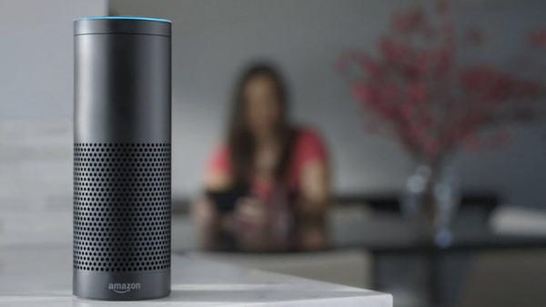 De Amazon Echo: huisrobot die naar de naam 'Alexa' luistert