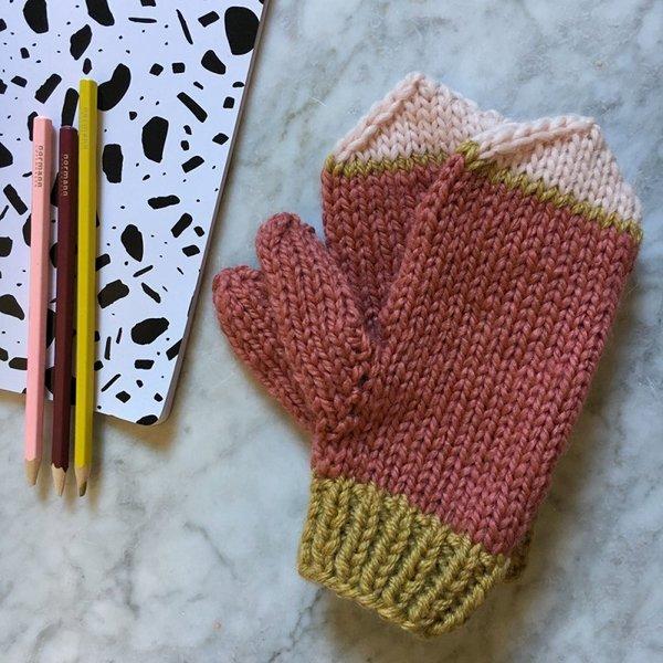 dc746974d222 On commence par les jolies moufles imaginées par Mademoiselle Quincampoix,  disponible sur le site de Marie Claire Idées. Comme souvent avec ses  créations, ...