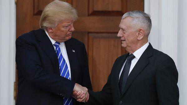 President Trump en James Mattis, de nieuwe minister van Defensie.
