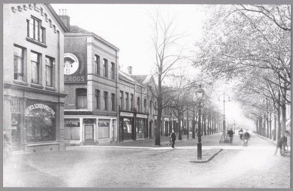 Op de plek van Eric's Automatiek zat vroeger de City Bar (foto uit 1900).