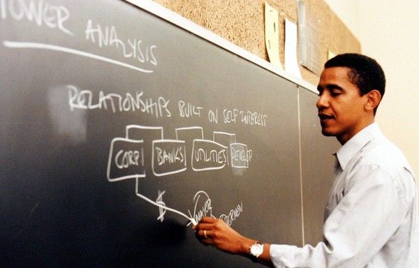 "Obama doceerde constitutioneel recht en is een fan van ""loose constructionism""."