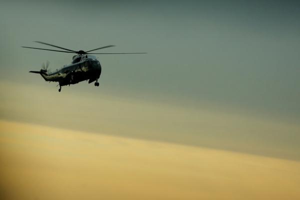 Trump komt met Marine Force One aan bij Dover Airforce Base (foto: Reuters)