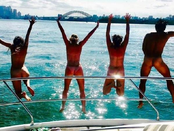 1 van de foto's op Get Naked Australia
