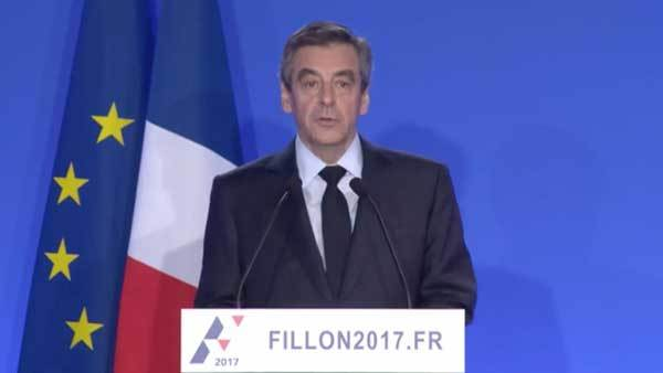 François Fillon tijdens zijn persconferentie gisteren