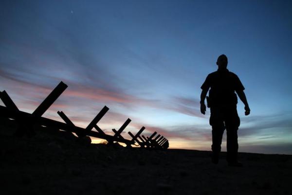 Grenspatrouille aan de grens tussen Mexico en Californië (foto: Reuters)